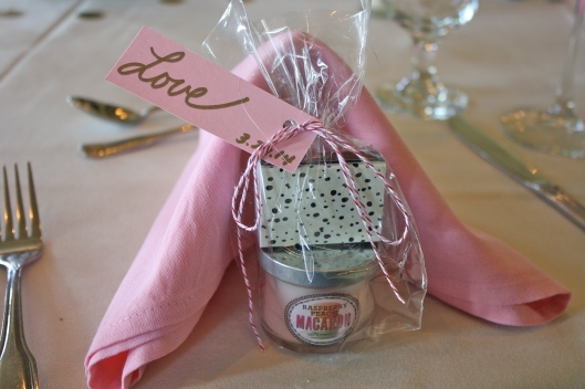 The amazing favors for the guests! Matches and a macaron candle.